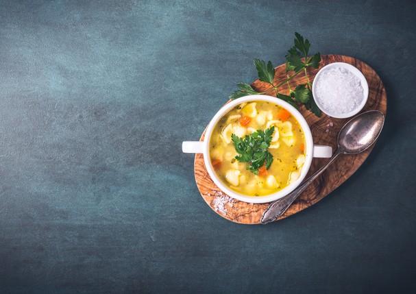 Sopa de frango com quinoa e ervilha (Foto: Thinkstock)