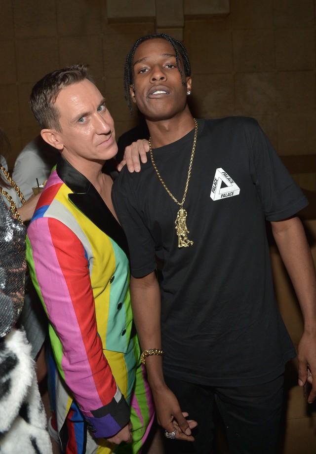 A$Ap Rocky com Jeremy Scott, diretor criativo da Moschino (Foto: Getty Images)