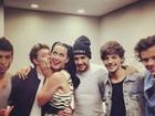 Katy Perry ganha beijo de integrante da banda One Direction
