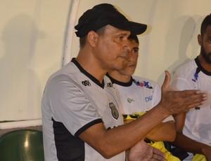Everton Goiano, técnico, Treze (Foto: Juliana Bandeira / GloboEsporte.com/pb)