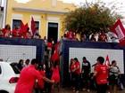 Professores ocupam sede de duas prefeituras no interior de Sergipe