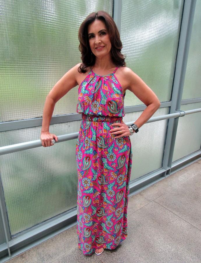 Fátima ganha vestido feita por convidada do 'Encontro' no quadro Criativos na Crise (Foto: Carolina Morgado/TV Globo)