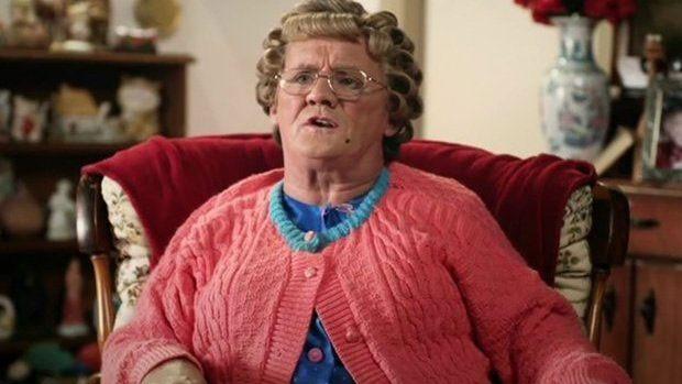 Mrs Brown, famosa personagem do comediante Brendan O'Carroll, fez vídeo de apoio ao casamento gay  (Foto: BBC)
