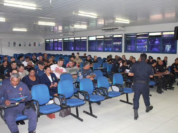 Profissionais de segurança de cidade de Pernambuco e Bahia (Foto: Amanda Franco/ G1)