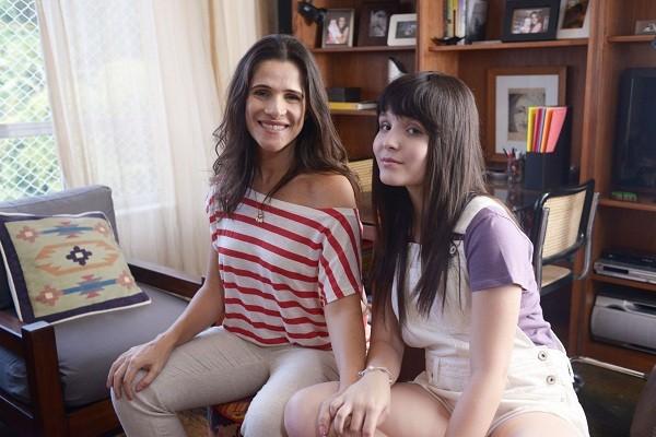 Ingrid Guimarães e Larissa Manoela são mãe e filha no longa baseado em livro de Thalita Rebouças  (Foto: Páprica Fotografia/ Divulgação)