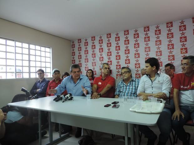 Reunião começou na sede do Partido dos Trabalhadores  (Foto: Bruno Marinho/G1)
