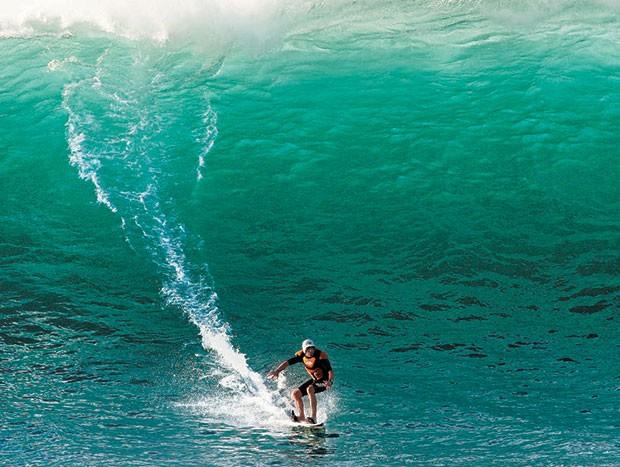 O empresário, no Havaí: aos 66 anos, ele segue surfando  e em boa forma  (Foto: Arquivo Pessoal)
