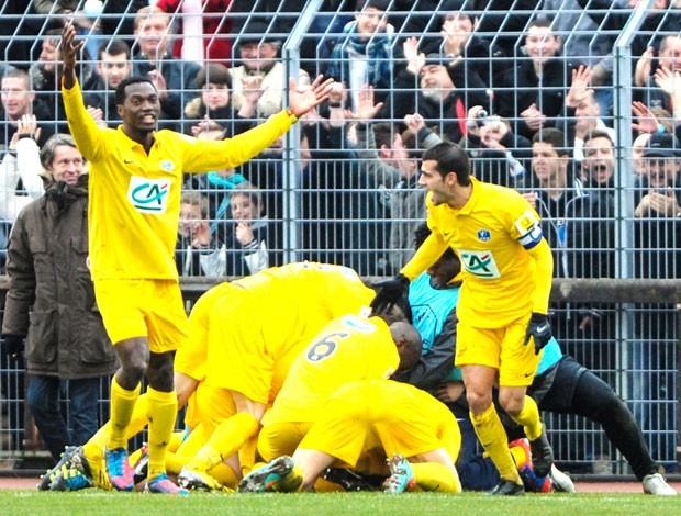 comemoração do Epinal contra o Lyon (Foto: Agência AFP)