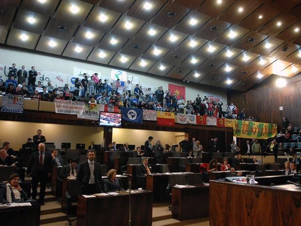Estudantes lotaram o Plenário para acompanhar a votação do projeto (Foto: Karine Viana/Divulgação AL-RS)