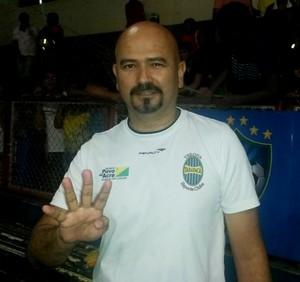 Ed Carlos, técnico do Verona (Foto: Yuri Marcel/G1)
