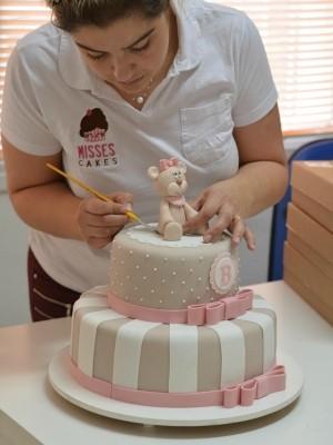 Mistura com Rodaika Patricia Wilhelm Naked Cake Bolos Artísticos (Foto: Divulgação/Misses Cakes)