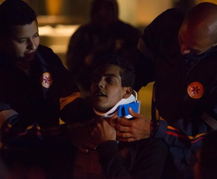 Marcello Melo Jr grava cenas do acidente que deixará Ivan de cadeira de rodas (Foto: Fábio Rocha/Gshow)