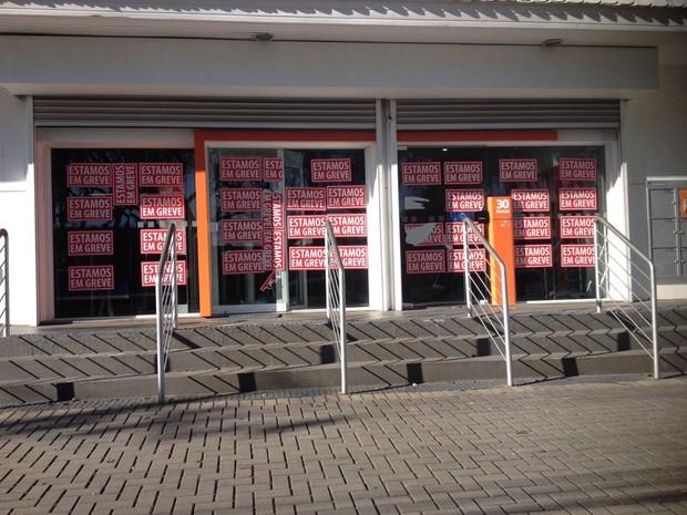 Greve dos bancos começou no dia 6 de setembro no Paraná (Foto: Dulcinéia Novaes / RPC)