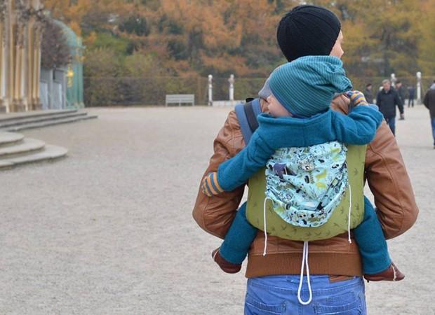 Calendário mostra bais barbudos com os filhos no sling (Foto: Reprodução/Facebook)