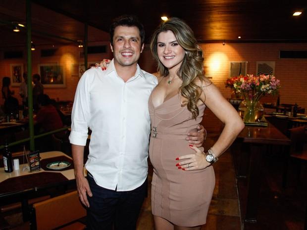Mirella Santos e Ceará em restaurante em São Paulo (Foto: Marcos Ribas/ Foto Rio News)
