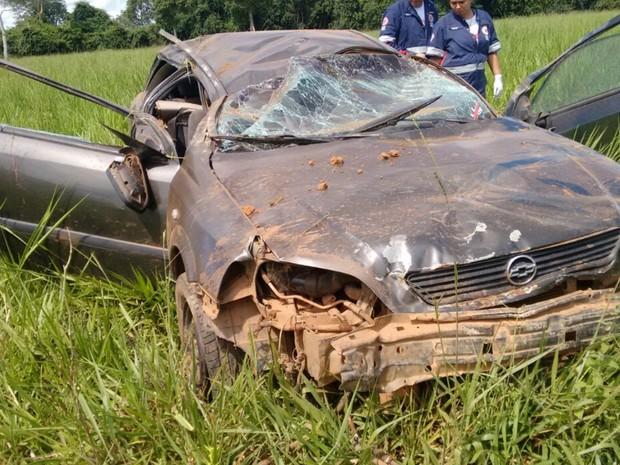 Mulher, homem e crianças de 7 e 9 anos ficaram feridos após acidente Araguapaz Goiás (Foto: Reprodução/PRE)