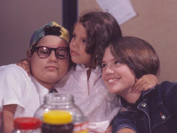 Toninho (Igor Logullo), Zazá (Adriana Tausz) e Tuca (Natália Lage) em Perigosas Peruas
