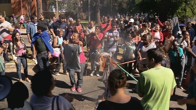 Manifestação Terceirizados UFJF 13052014 (Foto: Reprodução / TV Integração)