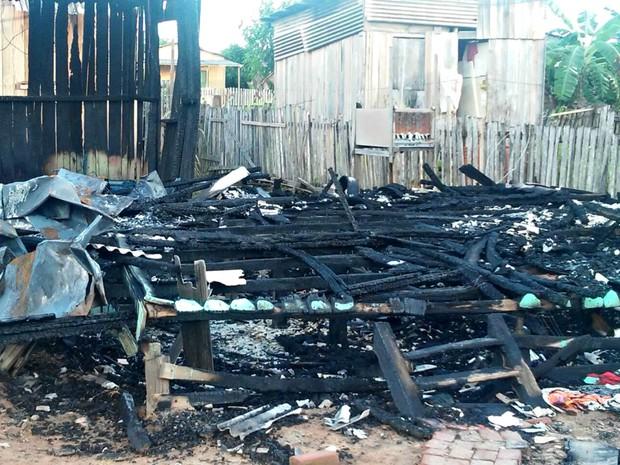 Idoso perdeu tudo durante incêndio de sua residência, localizada na Praia do Amapá (Foto: Arquivo Pessoal)