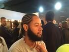 Rapper Emicida dá 'tapa' no visual e apara barba antes de estreia no SPFW