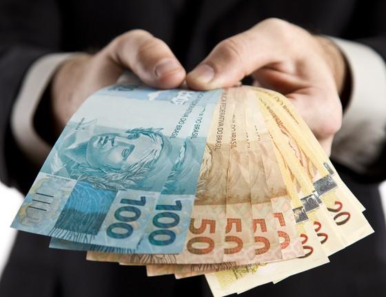 Na primeira metade da recessão, brasileiros preferiram poupar a investir  (Foto: Thinkstock/Getty Images)