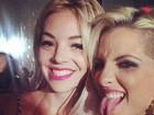 Ex-BBB Clara volta a curtir noite com Mayra Dias Gomes nos EUA