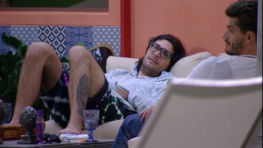 Ilmar comenta postura de Elis na casa: 'Não vê os próprios erros'