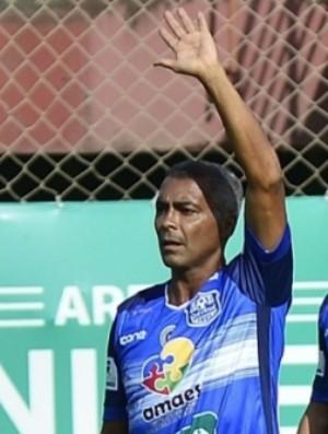 Romário jogou apenas um tempo da partida beneficente no Espírito Santo (Foto: Guilherme Ferrari/A Gazeta)