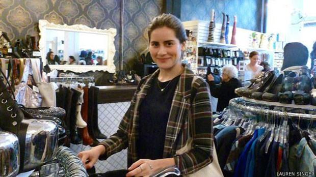 Lauren decidiu usar apenas roupas de segunda mão que, quando ficam velhas, são recicladas  (Foto: Lauren Singer)