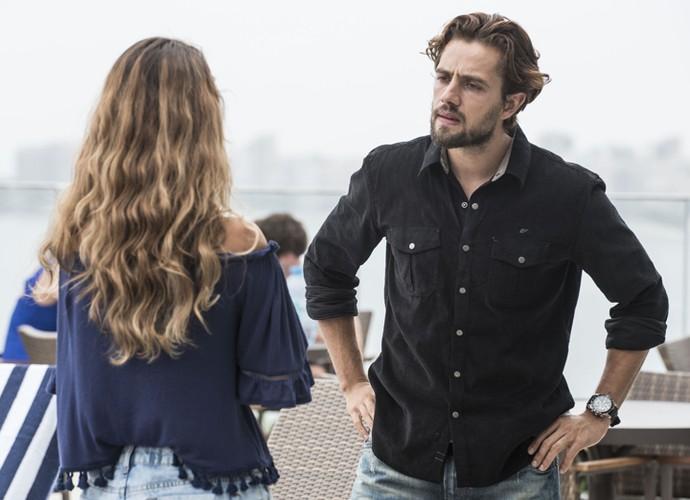 Ele diz a Melissa que vai pedir a guarda de Alex (Foto: Raphael Dias/Gshow)