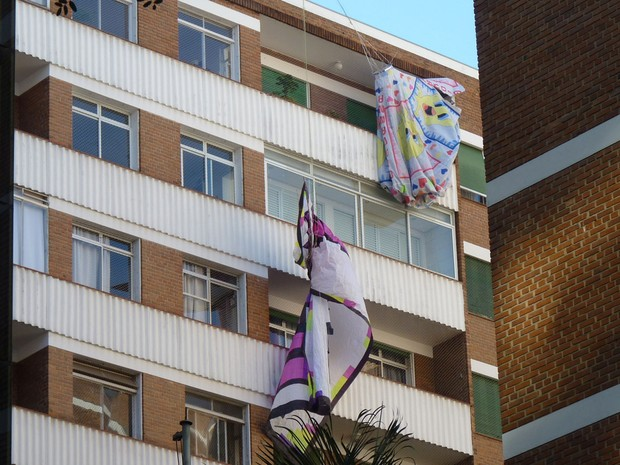 Balão caiu em prédio em Higienópolis (Foto: Marcello Sciarotta Zaveri/VC no G1)