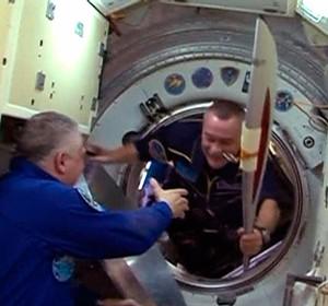 tocha olímpica Sochi estação espacial  (Foto: Reuters)