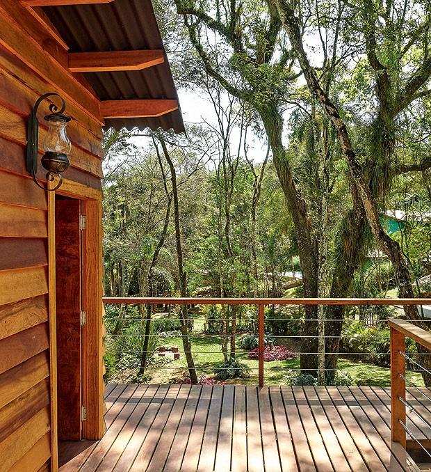 casa-na-arvore-madeira-designer-de-interiores-norah-carneiro-anexo-varanda-cedrinho-deque (Foto: Victor Affaro/Editora Globo)