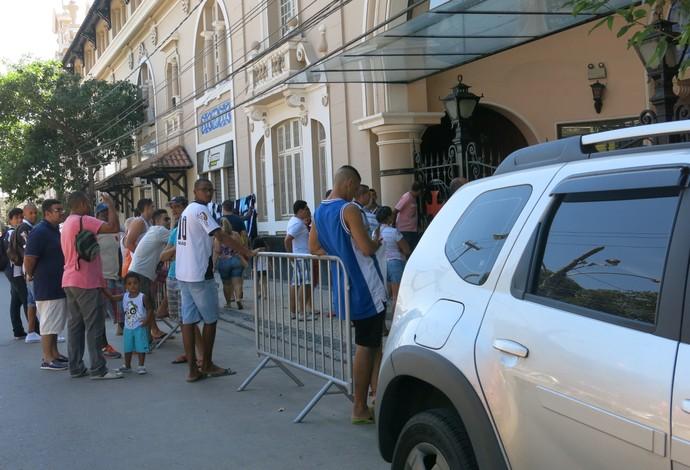 torcedores na porta de são januário (Foto: Edgard Maciel de Sá)