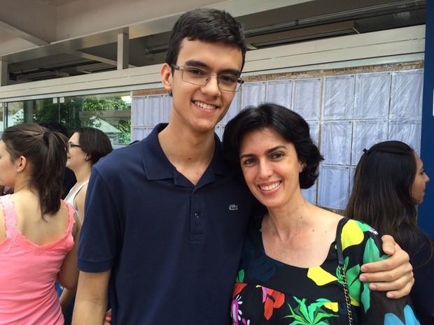 Pedro Henrique e a mãe Ronise viajaram 700 km para o estudante fazer a primeira fase da Fuvest em Ribeirão Preto, SP (Foto: Thaísa Figueiredo/G1)