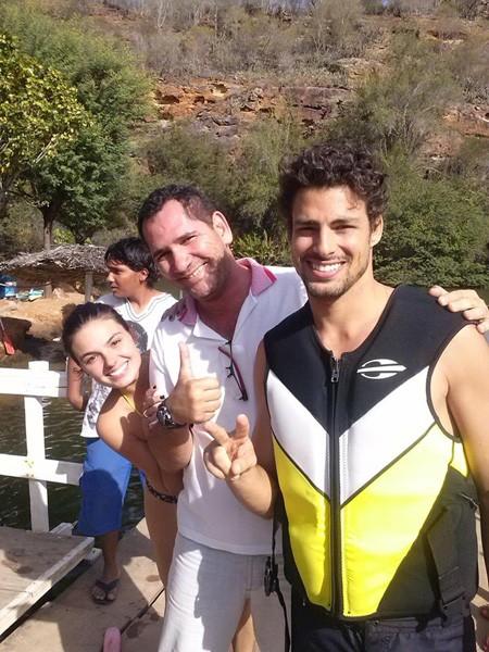 Cauã Reymond, Genilson e Isis Valverde (Foto: Facebook / Reprodução)