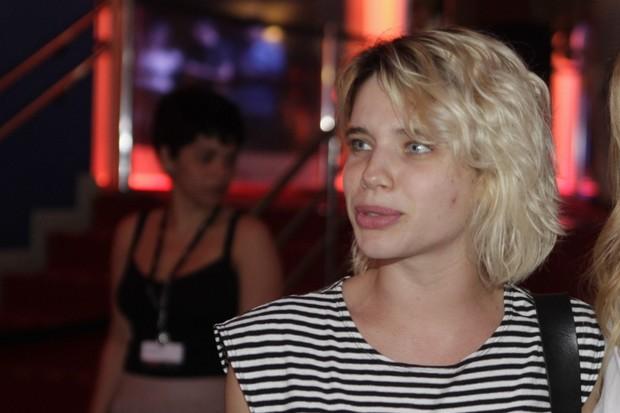 Bruna Linzmeyer se incomoda com abordagem sobre revival com ex-namorado (Foto: Isac Luz/EGO)