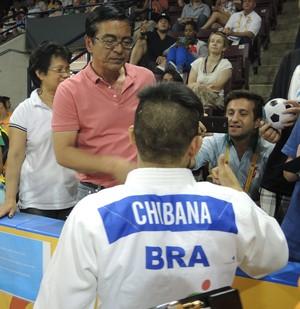Charles Chibana encontra família após ouro no Pan (Foto: GloboEsporte.com)