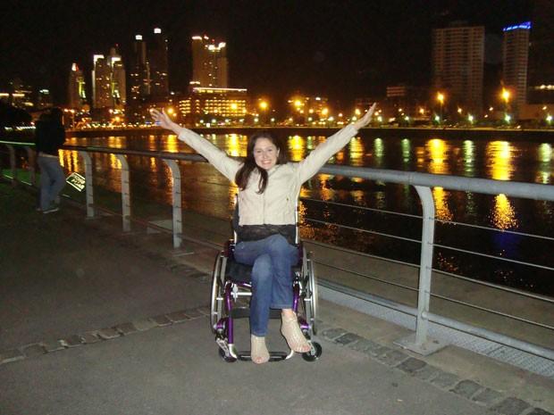 Michele Simões, de 31 anos, que ficou paraplégica em 2006 (Foto: Michele Simões/Arquivo pessoal)