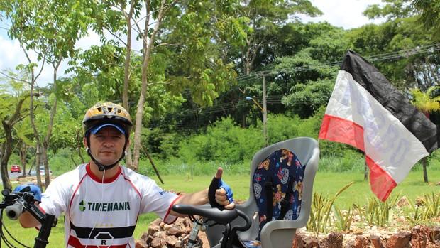 Francisco Antônio Lima torcedor do River-PI (Foto: Náyra Macêdo/GLOBOESPORTE.COM)