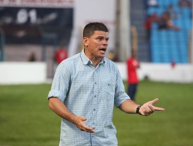 Celinho quer que o Viana evite os erros do primeiro jogo (Foto: Biaman Prado/O Estado)