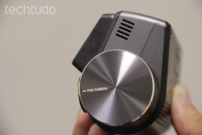 A Thinkware FXD900 é discreta e cabe na palma da mão (Foto: Lucas Mendes/TechTudo)