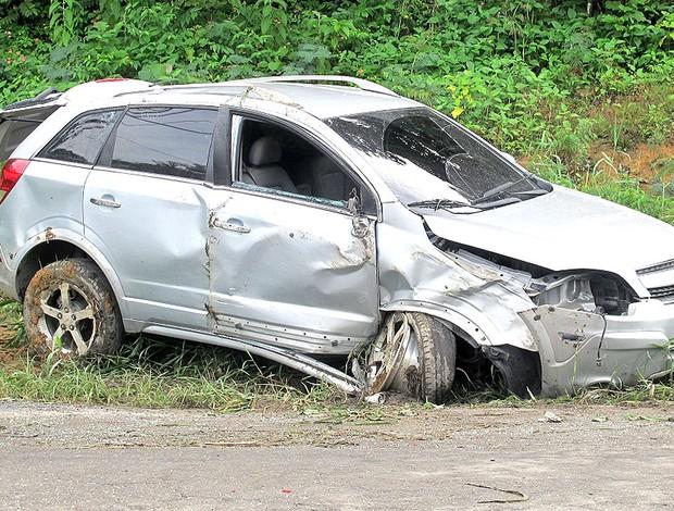 carro de Diego Maurício após acidente Flamengo (Foto: Janir Junior / Globoesporte.com)