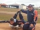 Jaque Khury se prepara para salto de paraquedas: 'Desesperada'