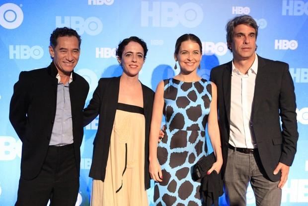 Claudia Abreu com o marido e mais famosos vão a festa da HBO no MAM (Foto: Isac Luz / EGO)