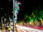 Público se encanta com decoração natalina na orla de Maceió