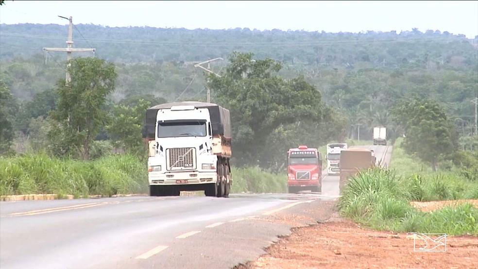 Com a suspensão da restrição, veículos pesados têm liberdade de trafegar em rodovias no MA  (Foto: Reprodução/TV Mirante)