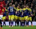 Brasileiro tem expulsão-relâmpago, e United é eliminado pelo Swansea