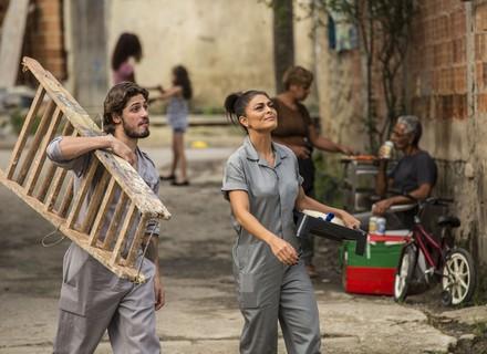 Carol e Rafael são condenados e prestam serviços à comunidade