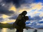 Fiorella Mattheis faz post romântico nos braços de Alexandre Pato